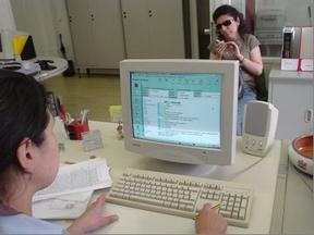 Pesquisa bibliográfica em suporte informático para estudante com deficiência