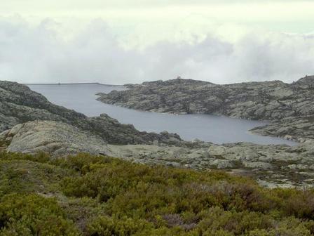 Percurso pedestre planeado para a margem norte da Lagoa Comprida