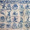 Pormenor dos azulejos da escadaria interior original | <i>Detail of the tiles in the original interior staircase</i>